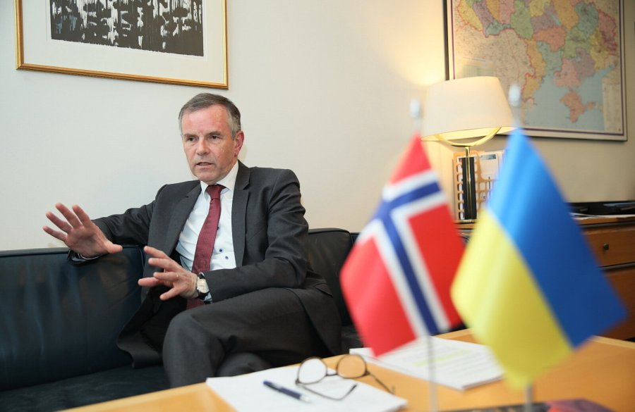 NORVEGE Norwegian Ambassador to Ukraine Ole T. Horpestad speaks with the Kyiv Post at the Norwegian Embassy in Kyiv on Jan. 21, 2019. 06_PET_0617_новый-размер-1600x1040