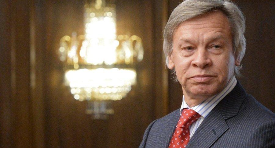 RUSSIE Alekseï Konstantinovitch Pouchkov, né le 10 août 1954 à Pékin, est un journaliste, politologue, historien et député russe qui est actuellement président de la commission des Affaires étrangères à la VIᵉ Douma1035966668