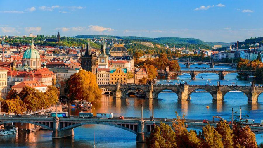 TCHEQUE Vue de la rivière Vltava à Prague, République Tchèque. la-riviere-vltava-qui-traverse-prague_5883863