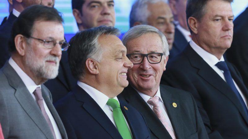 UE epa06389986 Viktor Orban et Jean-Claude Juncker, lors d'une photo de famille. EPA-EFE STEPHANIE LECOCQh_53959543-800x450