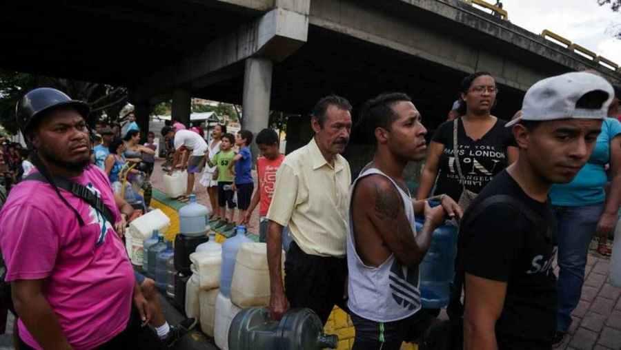 venezuela 5161d829830f8bfd40dbec3afaafa6be-venezuela-au-troisieme-jour-de-panne-juan-guaido-reclame-l-etat-d-urgence
