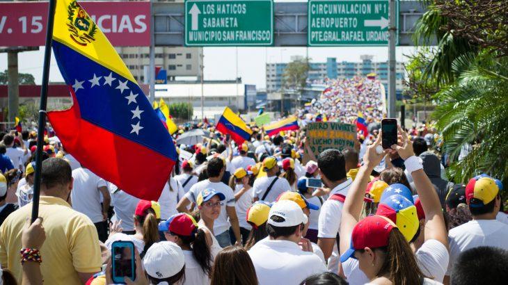 VENEZUELA Marcha_hacia_el_Palacio_de_Justicia_de_Maracaibo_-_Venezuela_06-e1549538544433-730x410