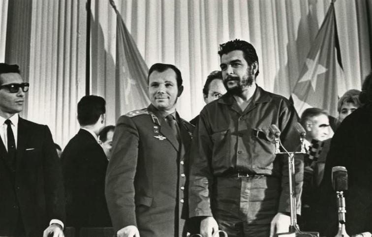 RUSSIE CUBA Yuri Gagarin and Ernesto Che Guevara in Moscow, ..ZLS0JBD