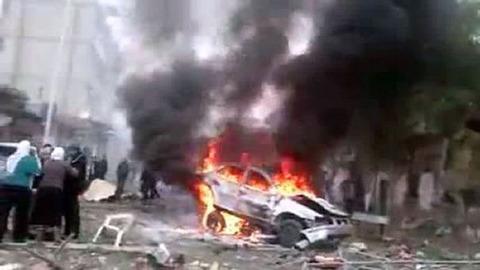 SYRIE capture-d-ecran-du-site-youtube-le-22-decembre-2012-montrant-un-vehicule-en-feu-a-damas_1209160