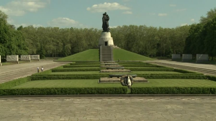 TREPTOWER 796899378-treptower-park-memorial-sovietique-lieu-commemoratif-statue