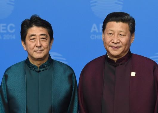 CHINE JAPON Shinzo Abe, et le président chinois, Xi Jinping 000_DV1906072-530x379