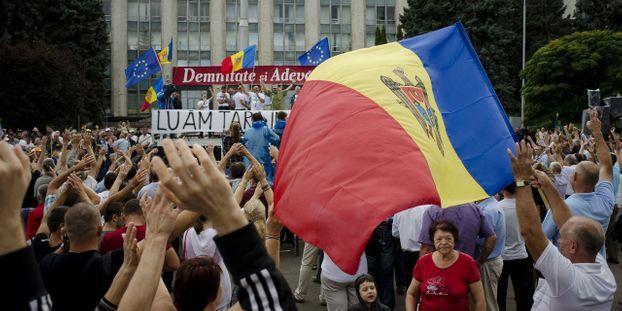 Moldavie-le-Parlement-destitue-le-gouvernement-et-le-Premier-ministre