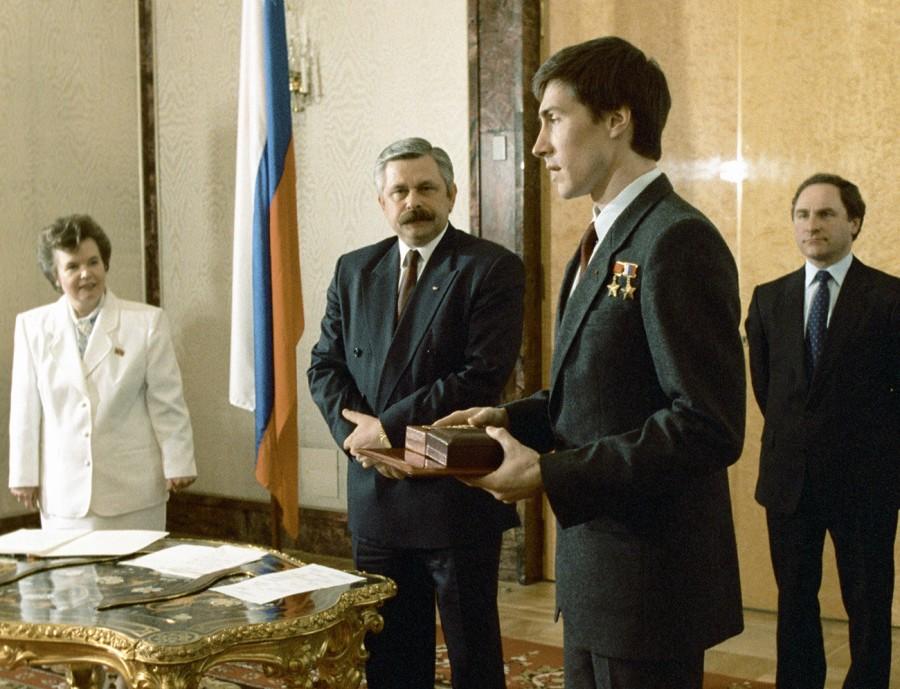 RUSSIE Sergueï Krikalev 5cebae3d15e9f94c56793362