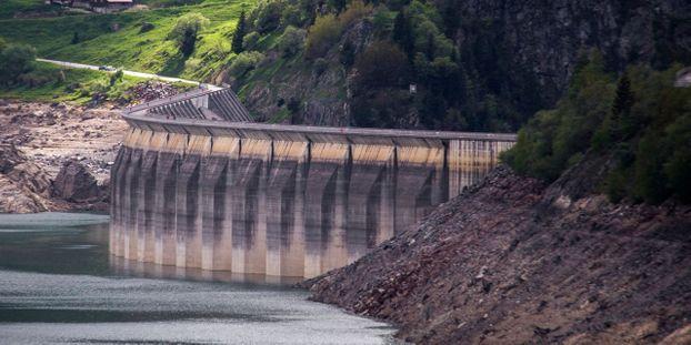 barrage france Isere-une-chaine-humaine-contre-la-privatisation-des-barrages-hydroelectriques