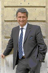 FRANCE Bernard Carayon, auteur du rapport « Intelligence économique, compétitivité et cohésion sociale »366851-img-39396-hr-jpg