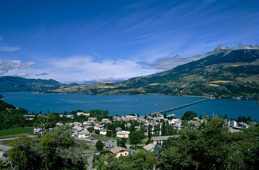 Savines et Le lac de Serre-Ponon