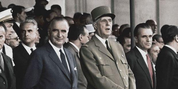 france Pompidou 1er Ministre et Chaban Président de l'Assemblée Nationale encadrant De Gaulle ob_3789df_gp-6