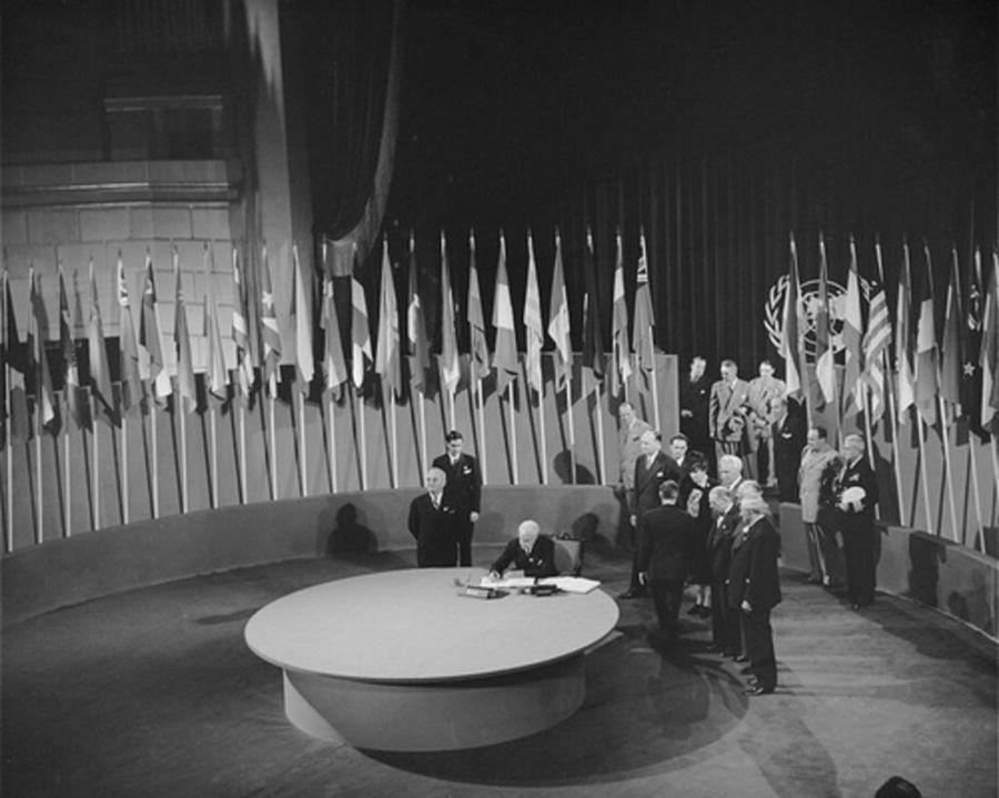 onu Signature charte ONU 24 octobre 1945 Retroactu-24-octobre-1945-la-naissance-des-Nations-Unies_width1024