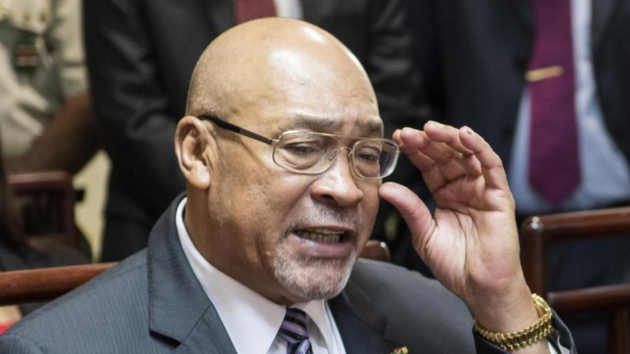 surinaamse-president-bouterse-maakt-vier-nieuwe-ministers-bekend