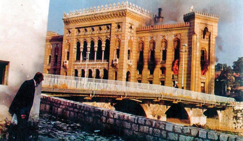 YOUGOSLAVIE 06.04.1992 BOMBARDEMENT sarajevo-bibliotheque