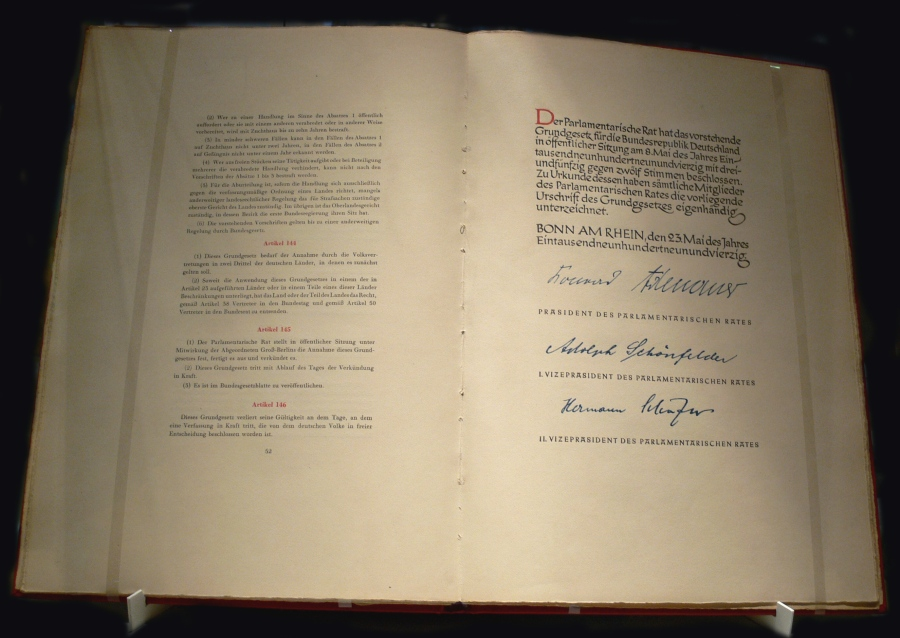 allemagne L'article 20, al. 3 de la Loi fondamentale  Grundgesetz_1949.jpg