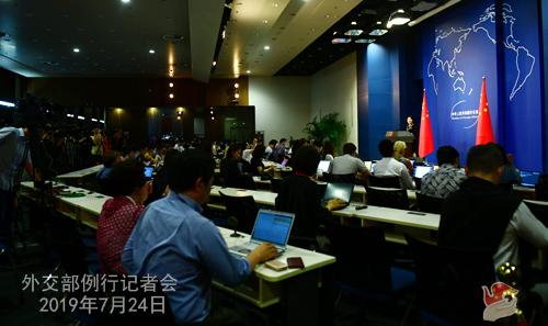 CHINE 4 Conférence de presse du 24 juillet 2019 tenue par la porte-parole du Ministère des Affaires étrangères Hua Chunying W020190729380459521307