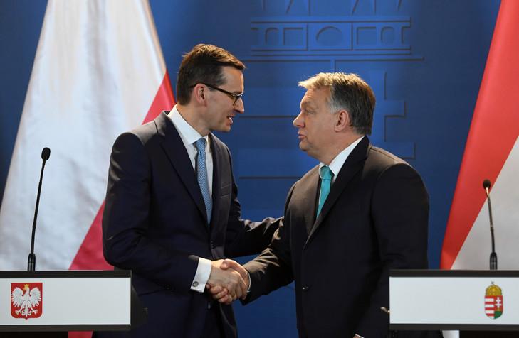 Conference-presse-Premier-ministre-hongrois-Viktor-Orban-droite-homologue-polonais-Mateusz-Morawiecki-Budapest-3-janvier-2018_0_729_476