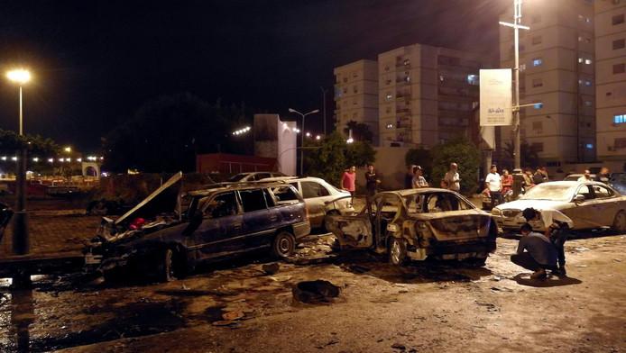 LIBYE La voiture a explosé près de l'hôtel Tibesti, sur une avenue commerciale où la vie nocturne est d'habitude animée au cours du mois sacré de jeûne musulman du ramadan. © reuters