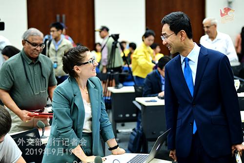 CHINE 13 Conférence de presse du 19 septembre 2019 tenue par le porte-parole du Ministère des Affaires étrangères Geng Shuang W020190923389884559911
