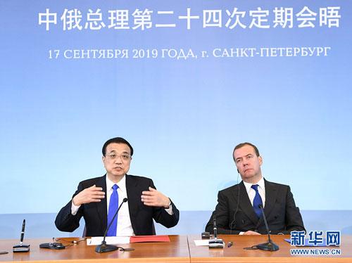CHINE RUSSIE Li Keqiang avec le Premier Ministre Medvedev la 24e rencontre régulière des Chefs de gouvernement chinois et russe. W020190923380681841895