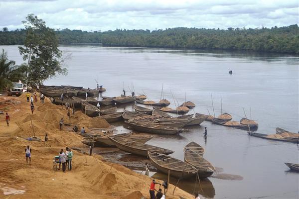 Exploitation de sable en bordure de rivière.file-20190819-123741-f5f7yu