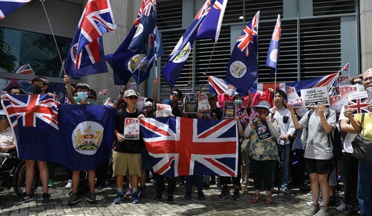 HONG KONG les-manifestants-de-hong-kong-affrontent-la-police-anti-emeute-nouvelles-740x431