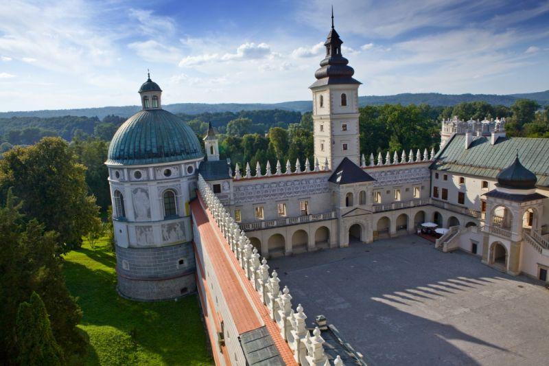 Le château de Krasiczyn dans le sud-est de la Pologne e626d069f4263ee9ec6cf5e5b74eda8e_f61