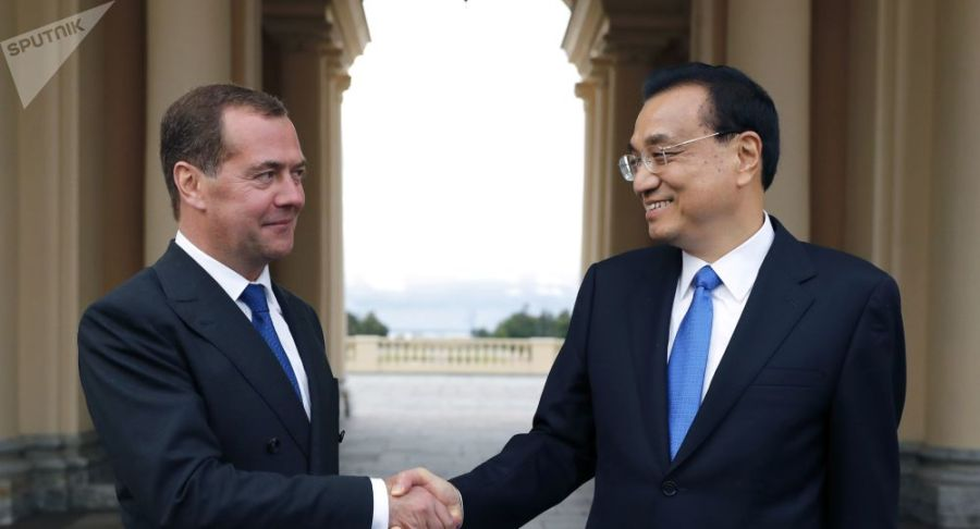 Ministre russe Medvedev et chinois 1042113266