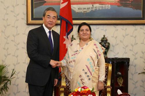 NEPAL La Présidente népalaise Bidhya Devi Bhandari a rencontré le Conseiller d'Etat et Ministre des Affaires étrangères Wang Yi, le 9 septembre 2019 à la présidence à Katmandou.W020190910559633940035