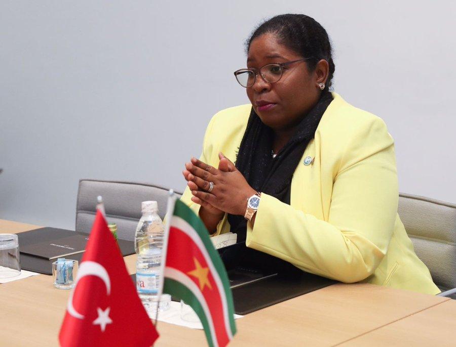 surinam la Ministre des Affaires étrangères du Suriname Yildiz Deborah Pollack-Beighle DEY34E8XsAMhzC5