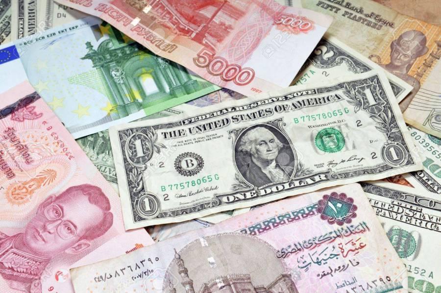 6895483-l-argent-du-monde-dollars-euros-roubles-russes-baht-thaïlandais-livre-turque-livres-egypte