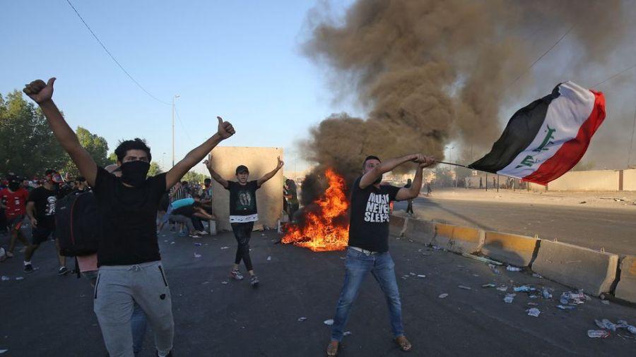 des-irakiens-manifestent-contre-le-pouvoir-a-bagdad-le-4-octobre-2019_6218842