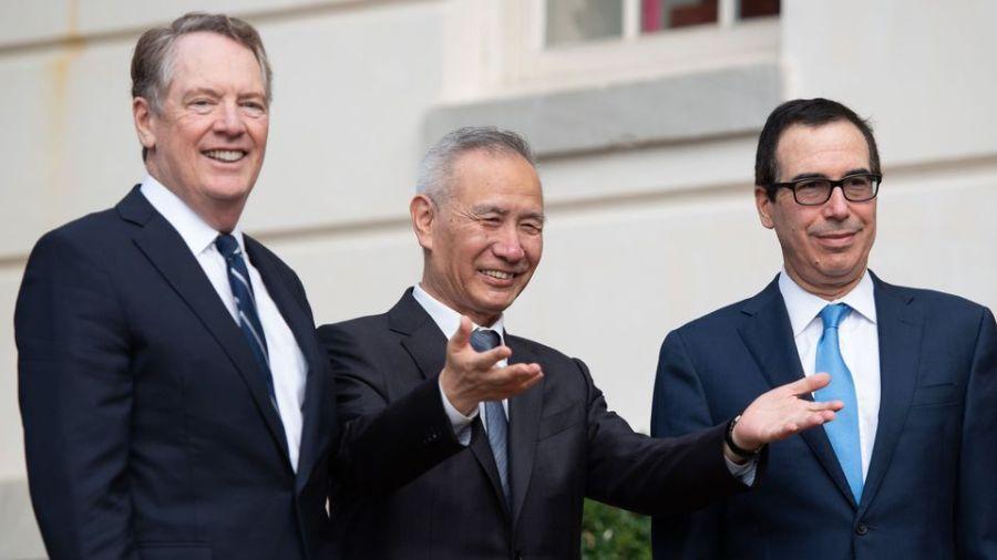 le-representant-americain-au-commerce-robert-lighthizer-le-vice-premier-ministre-chinois-liu-he-et-le-secretaire-americain-au-tresor-steven-mnuchin-a-la-reprise-des-negociations-commerciales-le-10-octobre-2019_6220802