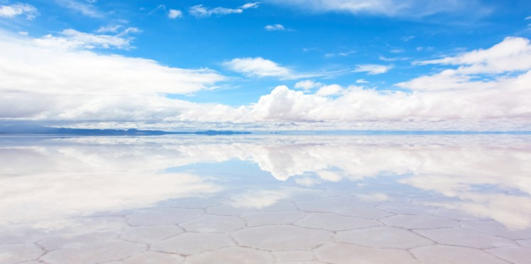 Le Salar d'Uyuni est une vaste étendue de sel située à 3658 m d'altitude, sur les hauts plateaux du sud-ouest de la Bolivie. Enrique Pacheco nous offre des images fascinantes de cet espace à la beauté infinie.