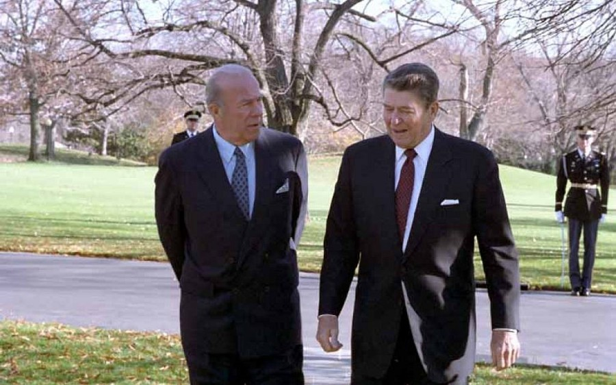 President_Reagan_walking_with_George_Shultz_outside_the_Oval_Office_December_4_1986-1024x640