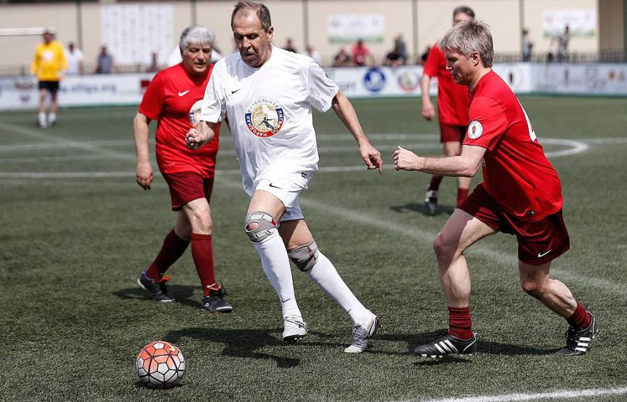 Sergueï Lavrov Je continue de jouer au football 1164729