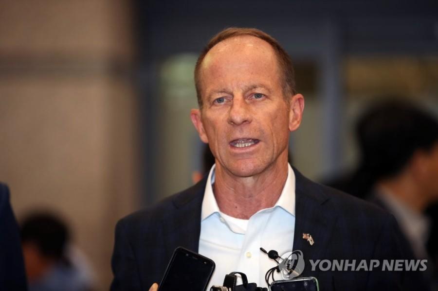 tilwell, nouveau secrétaire d'Etat adjoint américain aux affaires de l'Asie de l'Est et du Pacifique, parle à la presse à son arrivée à l'aéroport international d'Incheon le 16 juillet 2019PYH2019071627340001300_P4