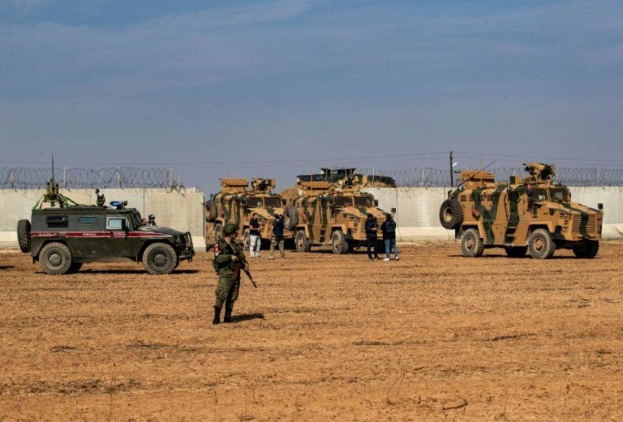 1265995-des-vehicules-militaires-turcs-et-russes-lors-d-une-patrouille-commune-dans-la-campagne-aux-environs