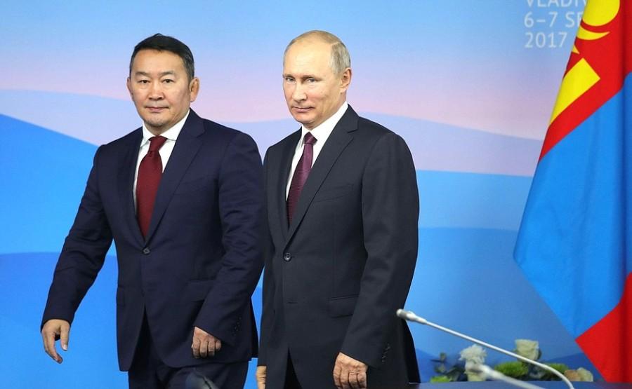 RUSSIE Vladimir Poutine et le Mongol Khaltmaagiin Battulga wyofT600jx6Kwcl4sVftRTXiCKopBlEY