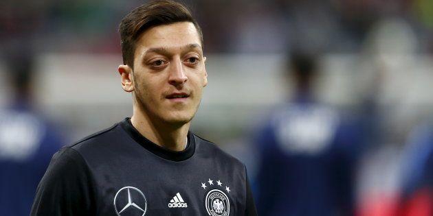 ALLEMAGNE footballeur allemand Mesut Özil 5c930af2240000b400c7371b