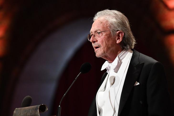 L-ecrivain-autrichien-Peter-Handke-recoit-Nobel-litterature-10-decembre-2019-Stockholm-Suede_0_729_486