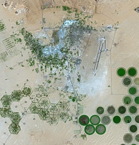 Etude de cas N°14 - le Sahara par les cartes - un espace riche, parcouru et convoité Kufra_SPOT_1301