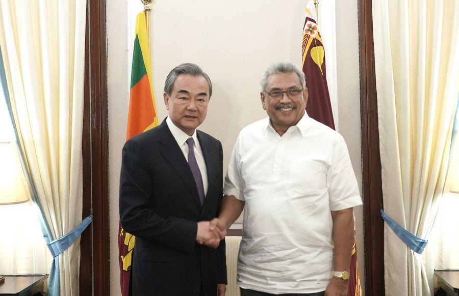 Le président srilankais Gotabaya Rajapaksa a reçu mardi le conseiller d'Etat chinois et ministre des Affaires étrangères Wang Yi, gotabaya-rajapaksa-et-wang-yi