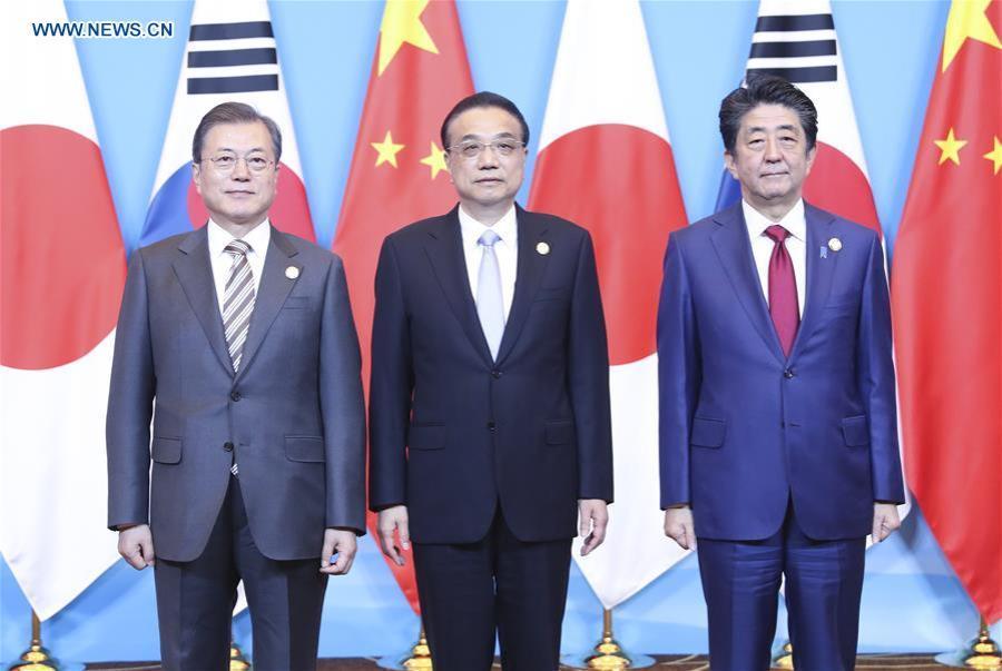 le Premier ministre chinois Li Keqiang, le président de la République de Corée Moon Jae-in et le Premier ministre japonais Shinzo Abe138655353_15772392285551n