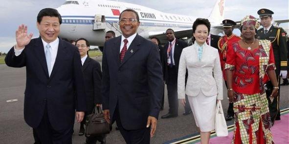 Lors de son investiture en 2013, le président chinois Xi Jinping avait choisi l'Afrique pour son premier voyage officiel à l'étranger. Ci-dessus à Dar es Salam, Tanzanie. (Crédits DR)chinafrique