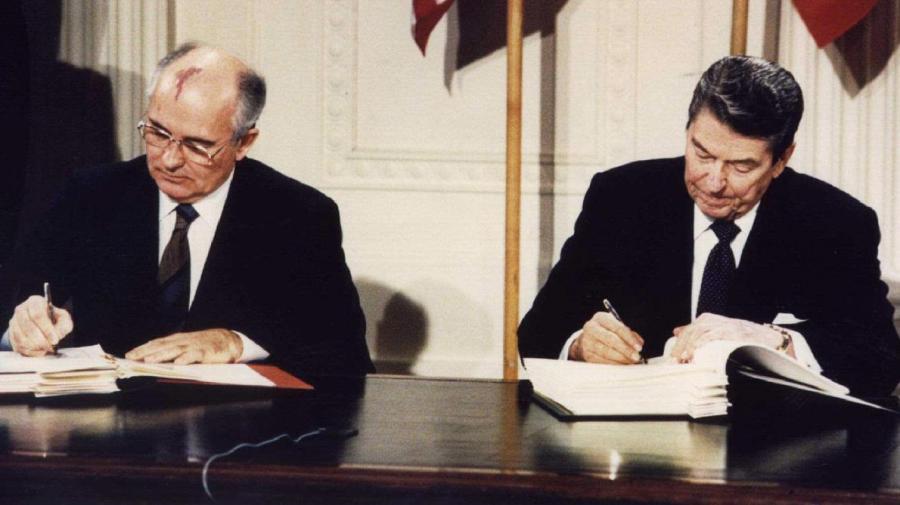 8 décembre 1987, Mikhaïl Gorbatchev et Ronald Reagan signaient le traité qui allait éliminer du territoire européen l'ensemble des missiles nucléaires américains et soviétiques B9720433786Z.1_20190801184512_000+G38E668K0.1-0