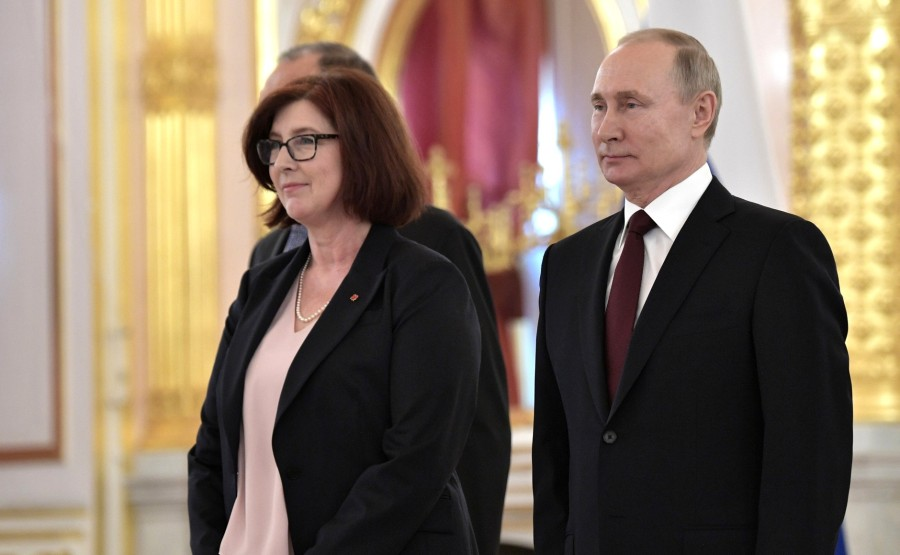 Alison LeClaire (Canada) presents her letter of credence to Vladimir Putin. N 22 JEAJzkPJVt194myPeaHEmZcItGDrLgBx