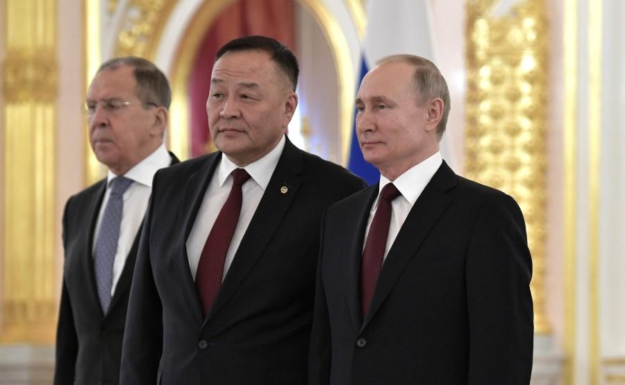 Dulamsuren Davaa (Mongolia) presents his letter of credence to Vladimir Putin. N 17 4WqxEn3SQkdWhquG3rOzHc6T1IzLAIEg