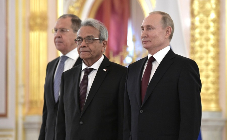 Efrain Villarreal Arenales (Republic of Panama) presents his letter of credence to Vladimir Putin. N 25 SnFNUvpbttllzmqP7HHBErApX50IjTnK